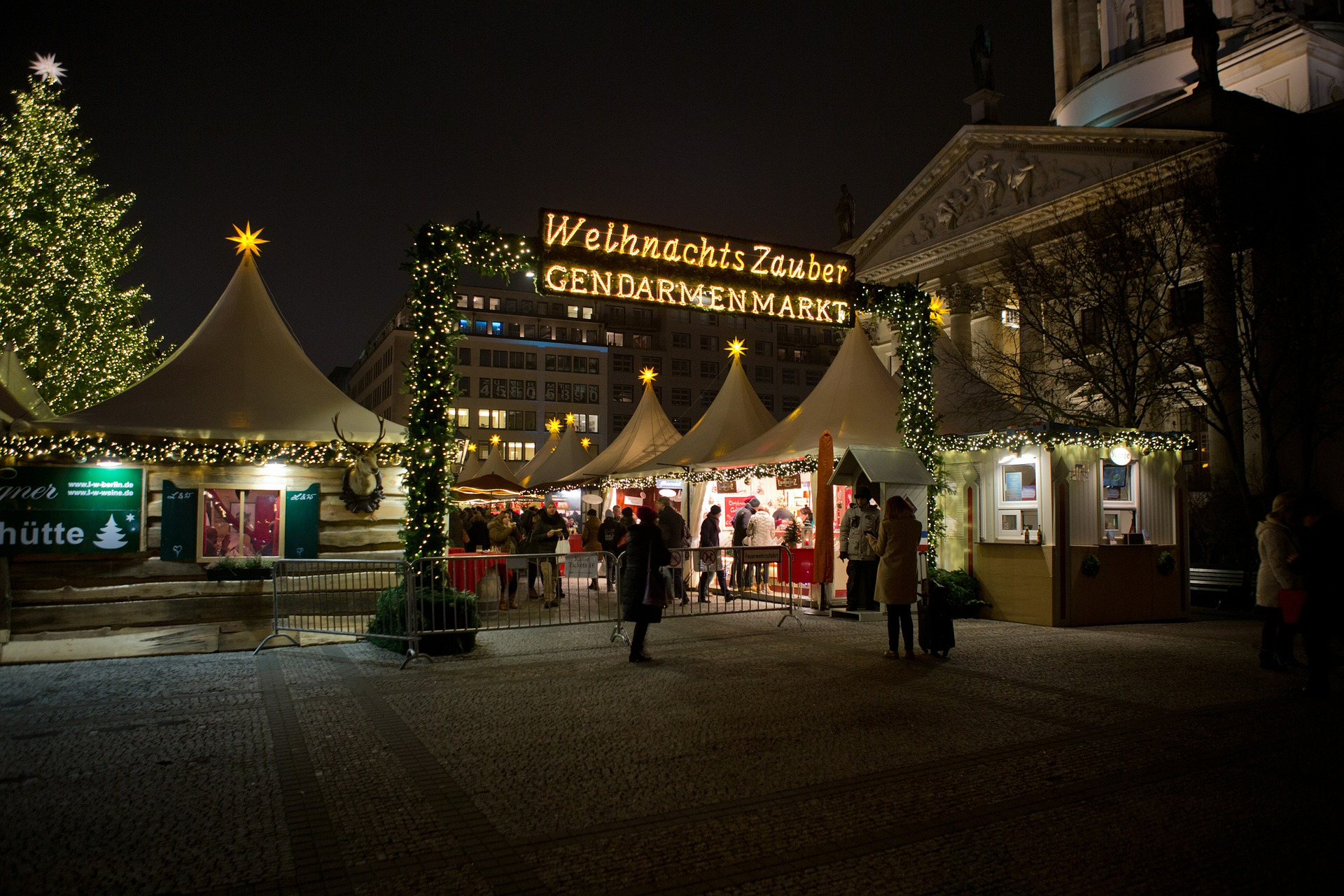 weihnachtsmarkt am gendarmenmarkt in berlin ffnungszeiten adresse und flohmarkt termine. Black Bedroom Furniture Sets. Home Design Ideas